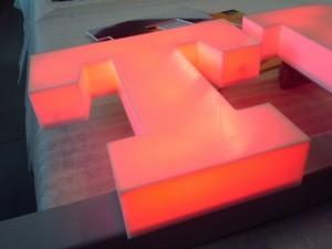 T literka blokowa świecąca